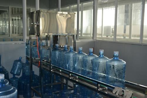 【三合一小瓶灌装机】设备价格i桶装水灌装机生产线