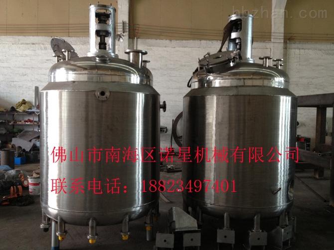 反应釡结构特点 1、传动机构:电机、减速机、机架、联轴器、轴承、联接板等组成。 2、反应容器(釜体):根据容量大小及物料反应要求设计压力来确定板材厚薄;材质一般为不锈(304不锈钢、321不锈钢、316L不锈钢)、碳钢(A3); 3、传热装置:有夹套、内盘管、外盘管等;采用有机热载体循环(导热油)或蒸汽、热水等方式加热;冷却水、冷冻水、冷导热油或自然风等方式冷却; 4、搅拌装置:对桨搅拌、锚式桨搅拌、双螺旋桨搅拌、涡轮桨搅拌、分散盘、蝴蝶桨等; 5、搅拌速度:搅拌速度选择视其物料搅拌要求进行选择,一般来