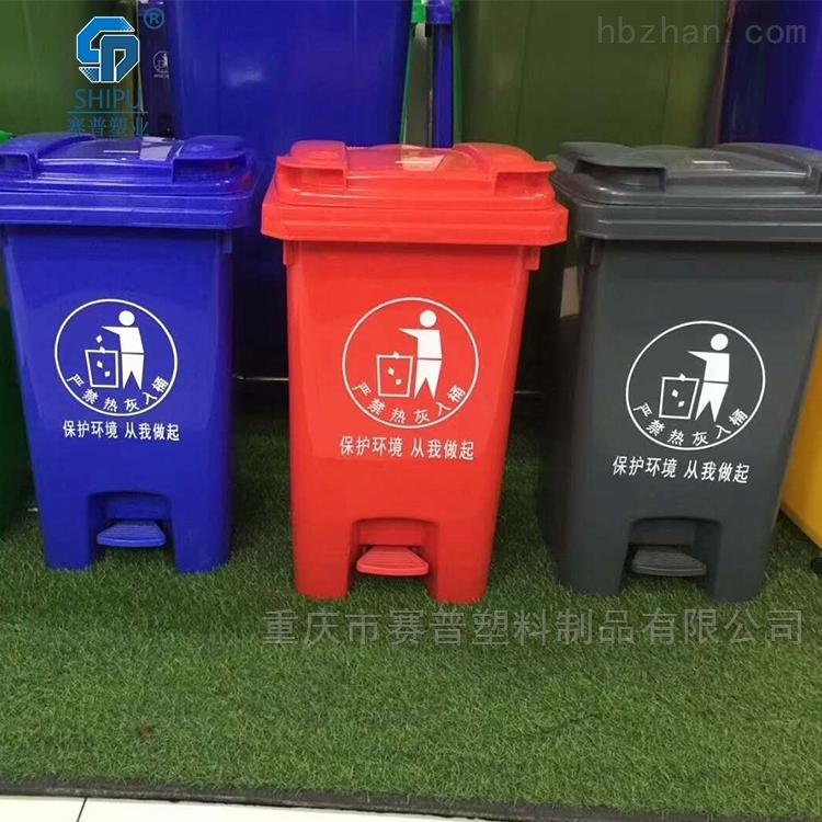 候车厅塑料分类垃圾桶