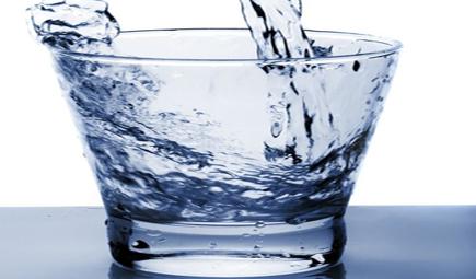 桶装水行业乱象丛生 商用净水器将成市场主流产品