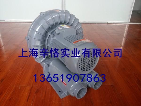 RB-033全风环形鼓风机保护:1.使用环境应经常保持整洁,风机表面保持清洁,进、出风口不应有杂物。定期消除风机及管内的灰尘等杂物。2.只能在风机完全正档情况下方可运转,同时要保持供电设施容量充足,电压稳定,严禁缺相运行,供电线路必须为专用线路,不应长期用临时线路供电。3.