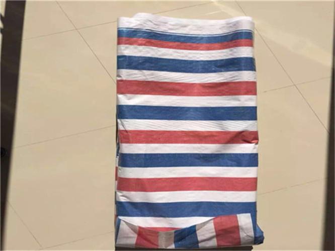 彩条布的特点与用途:采用聚乙烯拉丝,编织,复合工序加工制作而成.
