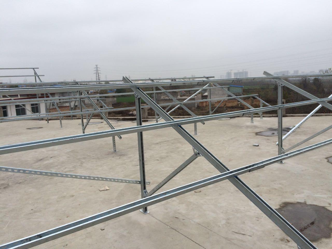 排列方式及间距固定住的支撑结构,通常为钢结构和铝合金结构,或者两者